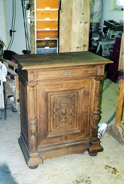 Möbelaufbereitung ablaugen Antike schrank nachher